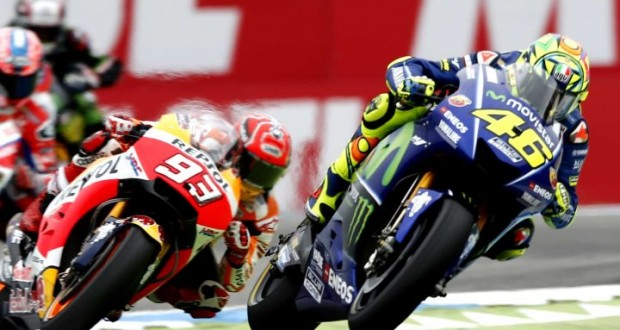 epa06049459 Valentino Rossi of Italy in action on his way to win the MotoGP race of the Motorcycling Grand Prix of Assen at TT circuit in Assen, The Netherlands, 25 June 2017.  EPA/VINCENT JANNINK