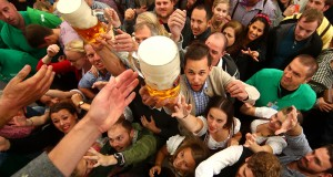 Visitors reach for the first mugs of beer during the opening day of the 184th Oktoberfest in Munich, Germany, September 16, 2017. REUTERS/Michael Dalder