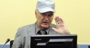 Former Bosnian Serb commander Ratko Mladic appears in court at the International Criminal Tribunal for the former Yugoslavia (ICTY) in the Hague, June 3, 2011. Mladic appeared on Friday before the Yugoslav war crimes court to hear charges of genocide over the 1992-95 Bosnian war.   REUTERS/Martin Meissner/Pool (NETHERLANDS - Tags: CRIME LAW POLITICS CIVIL UNREST) - RTR2N877