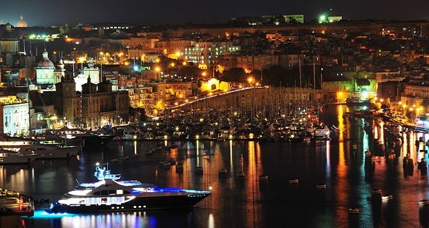 valleta-malta-night
