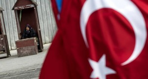 epa06677500 A woman sells bird feed near Turkish flag at Eminonu Square in Istanbul, Turkey, 18 April 2018. Turkish President Recep Tayyip Erdogan announced on 18 April 2018 that Turkey will hold the snap election on 24 June 2018. The presidental and parliamentary elections were scheduled to be held in November 2019, but government has decided the change the date following the recommendation of the Nationalist Movement Party (MHP) leader Devlet Bahceli.  EPA-EFE/SEDAT SUNA