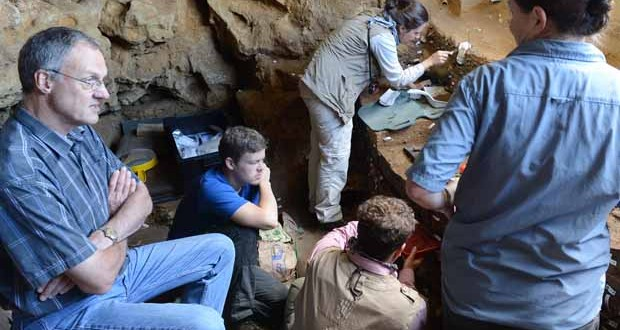 Professor Chris Henshilwood and his team working behind the scenes in Blombos Cave in South Africa's southern Cape, where the drawing was found. Credit: Ole Frederik Unhammer