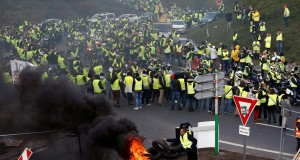2018-11-17T164216Z_669669915_RC14090D8EE0_RTRMADP_3_FRANCE-POLITICS-FUEL-BLOCKADES